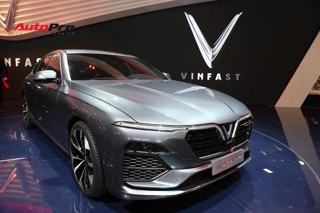 HOT: Ảnh thực tế sedan VinFast A2.0 vừa ra mắt hoành tráng tại Paris Motor Show 2018 - Ảnh 10.