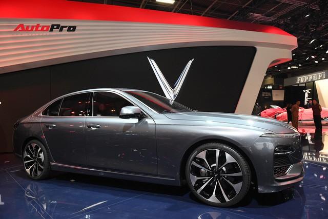 HOT: Ảnh thực tế sedan VinFast A2.0 vừa ra mắt hoành tráng tại Paris Motor Show 2018 - Ảnh 7.