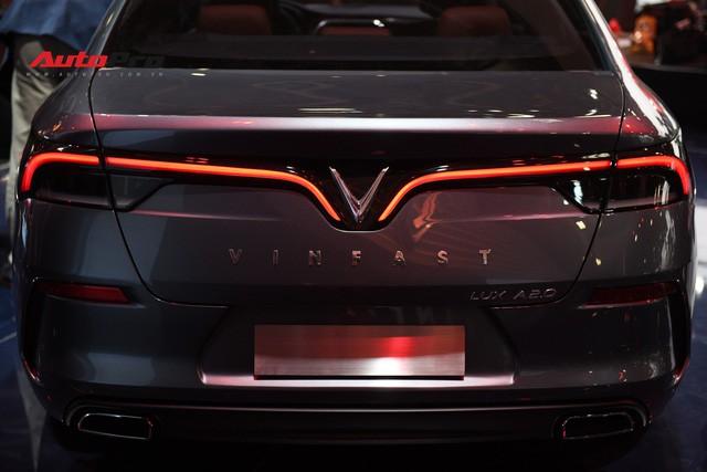 HOT: Ảnh thực tế sedan VinFast A2.0 vừa ra mắt hoành tráng tại Paris Motor Show 2018 - Ảnh 9.