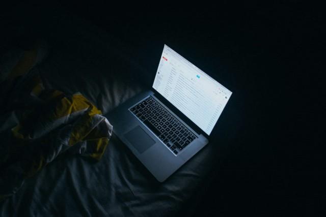 Kích hoạt giao diện nền tối màu cho Google Docs, không còn mỏi mắt khi gõ văn bản đêm - Ảnh 1.