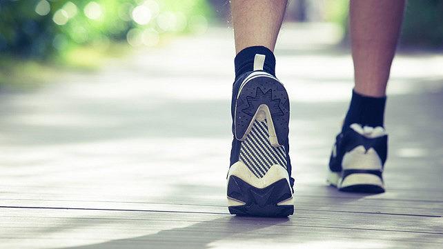 Đây là những lợi ích khi bạn đứng dậy và đi dạo 10 phút sau bữa tối - Ảnh 1.
