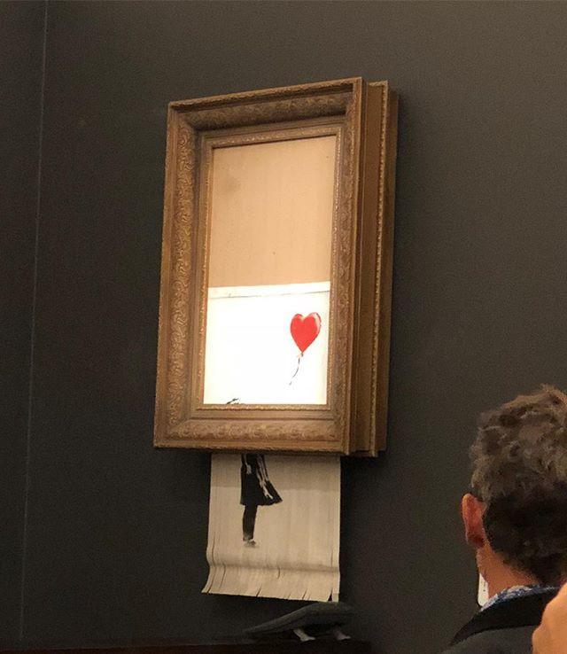 Chuyện lạ: Tác phẩm nghệ thuật trị giá 1,1 triệu USD đã tự hủy ngay sau phiên đấu giá - Ảnh 2.