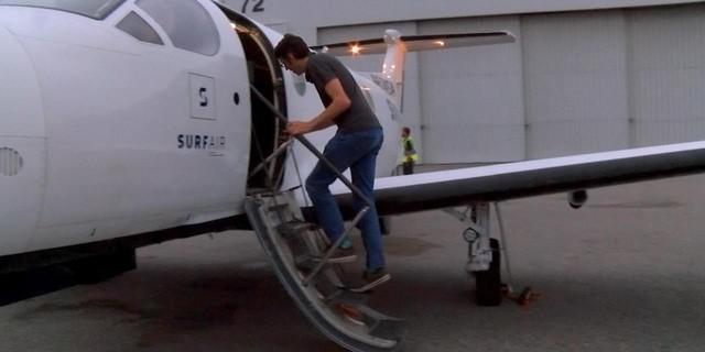 Người đàn ông bắt máy bay vượt 1.200 km đi làm mỗi ngày - Ảnh 2.