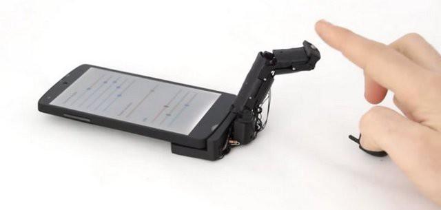 Đến sợ với ngón tay robot MobiLimb, phụ kiện hô biến smartphone của bạn trở thành vật thể sống - Ảnh 1.