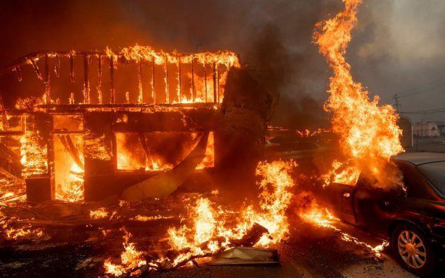 Cháy rừng ở California: Mỗi giây thiêu rụi cả một sân bóng - tại sao lại lan nhanh khủng khiếp đến thế? - Ảnh 1.