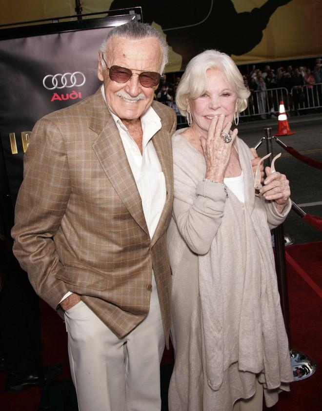 Mối tình kỳ diệu nhất Hollywood của Stan Lee: Yêu từ khi chưa gặp mặt, mất 2 tuần để đập chậu cướp hoa rồi bên nhau 70 năm không rời - Ảnh 7.