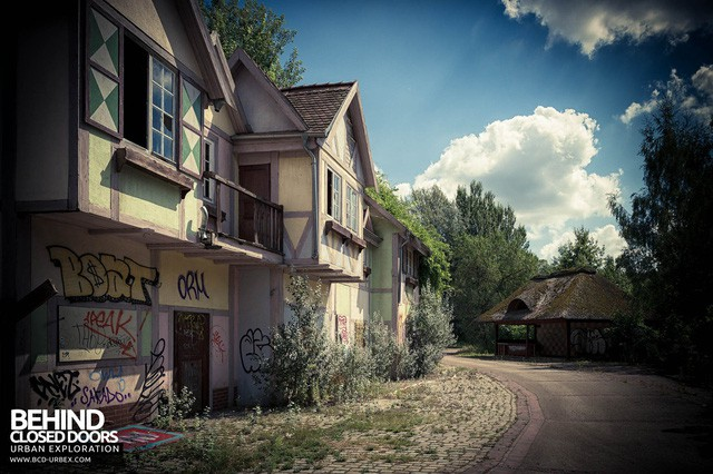 Spreepark: Từng là công viên giải trí hàng đầu nước Đức, lụn bại sau khi rơi vào tay trùm thuốc phiện rồi bị bỏ hoang suốt 16 năm qua - Ảnh 2.