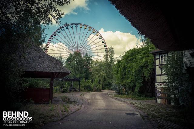 Spreepark: Từng là công viên giải trí hàng đầu nước Đức, lụn bại sau khi rơi vào tay trùm thuốc phiện rồi bị bỏ hoang suốt 16 năm qua - Ảnh 3.