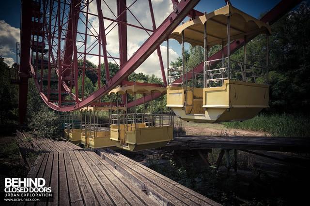 Spreepark: Từng là công viên giải trí hàng đầu nước Đức, lụn bại sau khi rơi vào tay trùm thuốc phiện rồi bị bỏ hoang suốt 16 năm qua - Ảnh 5.