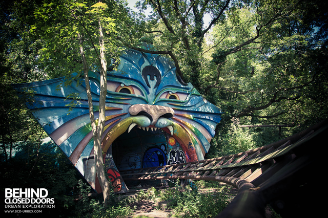 Spreepark: Từng là công viên giải trí hàng đầu nước Đức, lụn bại sau khi rơi vào tay trùm thuốc phiện rồi bị bỏ hoang suốt 16 năm qua - Ảnh 6.