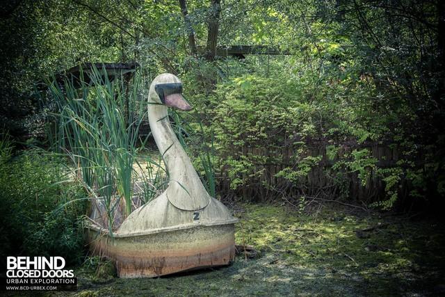 Spreepark: Từng là công viên giải trí hàng đầu nước Đức, lụn bại sau khi rơi vào tay trùm thuốc phiện rồi bị bỏ hoang suốt 16 năm qua - Ảnh 8.