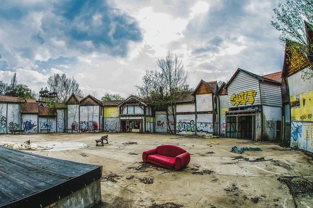 Spreepark: Từng là công viên giải trí hàng đầu nước Đức, lụn bại sau khi rơi vào tay trùm thuốc phiện rồi bị bỏ hoang suốt 16 năm qua - Ảnh 10.