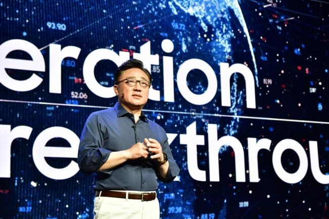 Sếp lớn Samsung hy vọng Galaxy S10 và smartphone màn hình gập sẽ đưa Samsung vượt qua khủng hoảng - Ảnh 1.