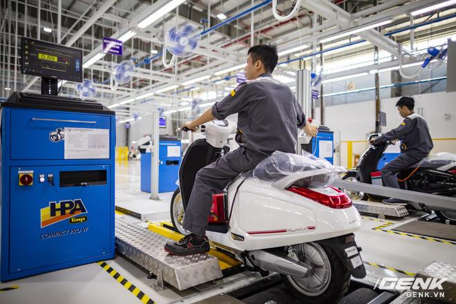 Ngắm tận mắt nhà máy lắp ráp xe máy điện của VinFast, trông chẳng khác nào Gigafactory của Elon Musk! - Ảnh 7.