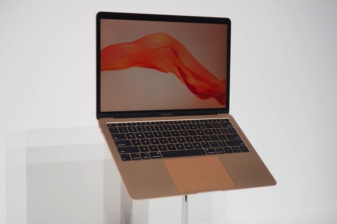 MacBook Air mới có điểm hiệu năng cao hơn 30% so với thế hệ trước, gần bằng MacBook Pro 2017 - Ảnh 1.