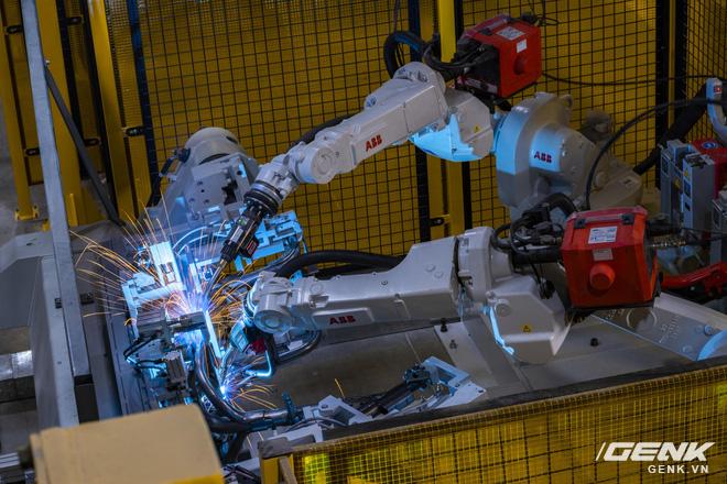 Ngắm tận mắt nhà máy lắp ráp xe máy điện của VinFast, trông chẳng khác nào Gigafactory của Elon Musk! - Ảnh 2.