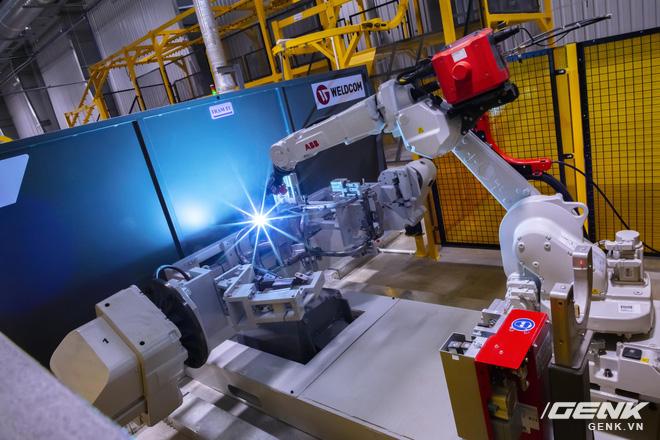 Ngắm tận mắt nhà máy lắp ráp xe máy điện của VinFast, trông chẳng khác nào Gigafactory của Elon Musk! - Ảnh 3.