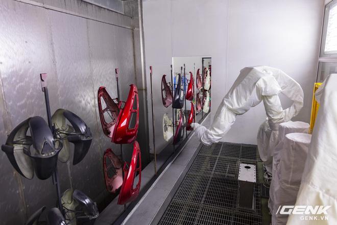 Ngắm tận mắt nhà máy lắp ráp xe máy điện của VinFast, trông chẳng khác nào Gigafactory của Elon Musk! - Ảnh 6.