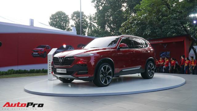 SUV VinFast Lux SA2.0 trình diện khách hàng Việt, giá từ 1,136 tỷ đồng - Ảnh 1.