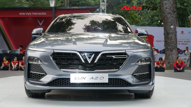 VinFast Lux A2.0 ra mắt Việt Nam, giá từ 1,366 tỷ, hạ sốc còn 800 triệu trong đợt đầu - Ảnh 1.