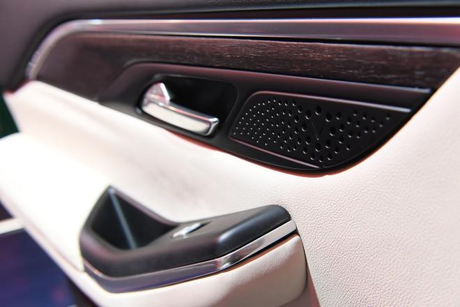 SUV VinFast Lux SA2.0 trình diện khách hàng Việt, giá từ 1,136 tỷ đồng - Ảnh 4.