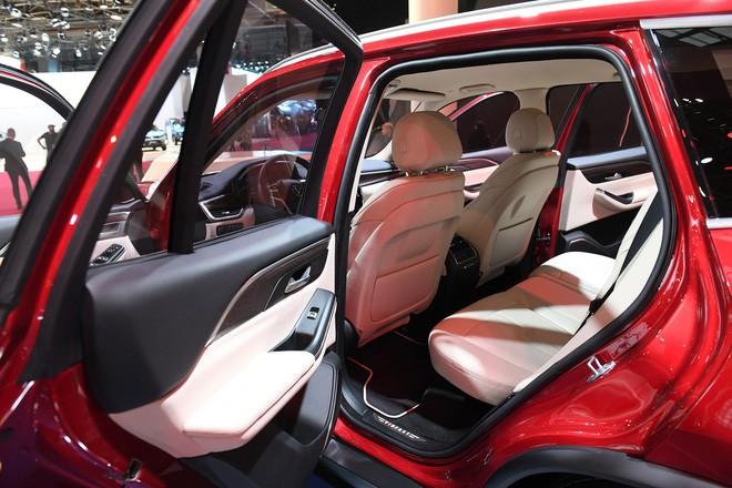 SUV VinFast Lux SA2.0 trình diện khách hàng Việt, giá từ 1,136 tỷ đồng - Ảnh 5.
