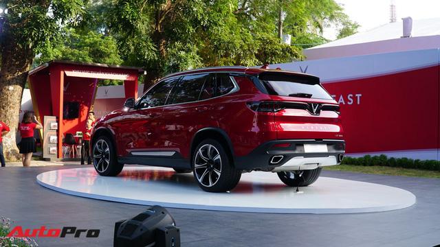 SUV VinFast Lux SA2.0 trình diện khách hàng Việt, giá từ 1,136 tỷ đồng - Ảnh 6.