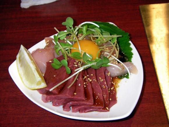 Điểm danh những món ăn sống kinh dị hàng đầu Nhật Bản - Ảnh 1.