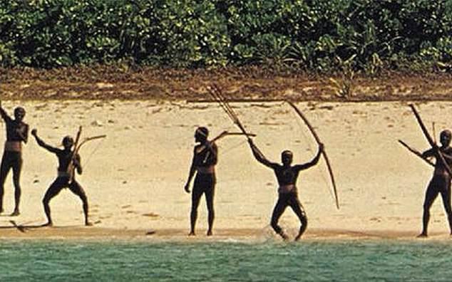 Lai lịch của bộ tộc đồ đá hiếu chiến, sẵn sàng điều trai bản giương tên bắn người lạ trong nhiều thế kỷ qua - Ảnh 2.