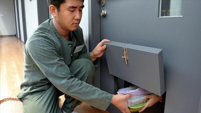 Dịch vụ siêu lạ tại Hàn Quốc: Khi con người ta trả tiền triệu để được... đi tù - Ảnh 2.