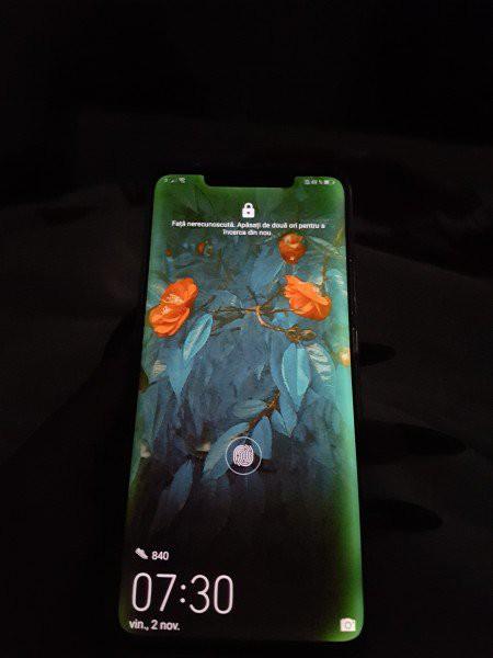 Màn hình Mate 20 Pro gặp lỗi ám vàng, ám xanh ở viền, Huawei nói điều này là bình thường? - Ảnh 1.