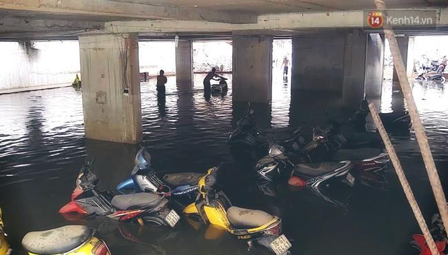 Ác mộng xe máy mùa ngập nước? Dĩ vãng rồi, cứ nhìn xe máy điện Vinfast lội nước dễ như bỡn đây này - Ảnh 2.