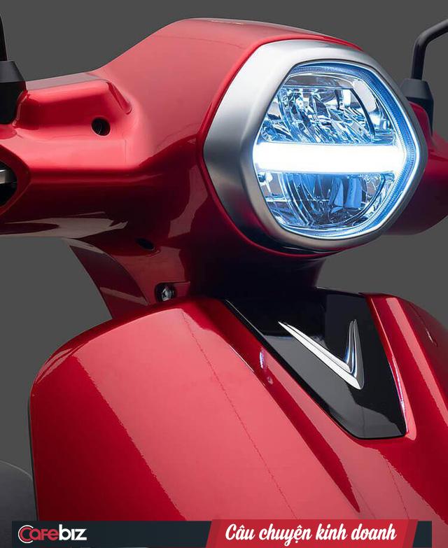 VinFast chính thức ra mắt xe máy điện thông minh: Kết nối Internet 3G, định vị GPS, khóa và mở khóa xe từ xa, thân thiện với môi trường - Ảnh 1.