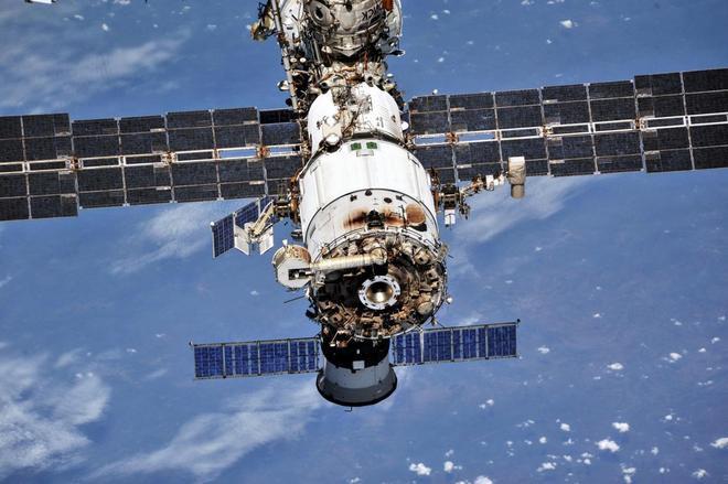 Những hình ảnh ấn tượng về trạm vũ trụ ISS nhìn từ bên ngoài sau hơn 20 năm được phóng lên không gian - Ảnh 6.