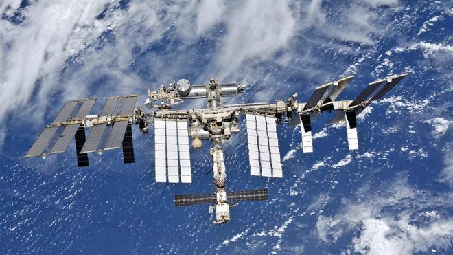 Những hình ảnh ấn tượng về trạm vũ trụ ISS nhìn từ bên ngoài sau hơn 20 năm được phóng lên không gian - Ảnh 3.