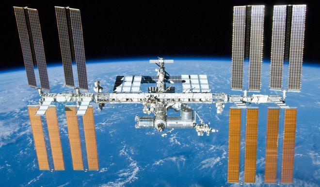 Những hình ảnh ấn tượng về trạm vũ trụ ISS nhìn từ bên ngoài sau hơn 20 năm được phóng lên không gian - Ảnh 4.