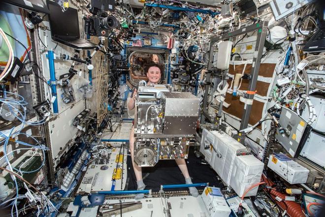 Những hình ảnh ấn tượng về trạm vũ trụ ISS nhìn từ bên ngoài sau hơn 20 năm được phóng lên không gian - Ảnh 7.