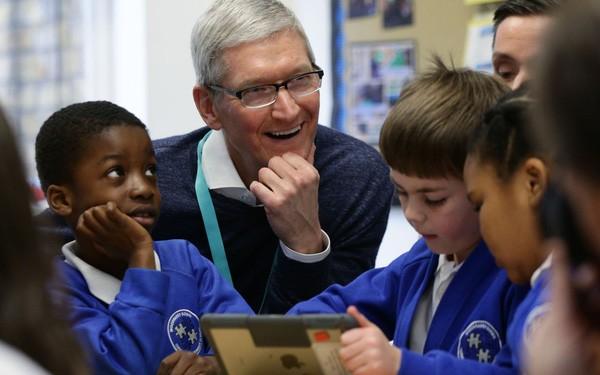 CEO Apple khuyên lớp trẻ nên đi học code, quan trọng hơn học tiếng Anh - Ảnh 1.