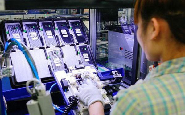 Dựa vào sản xuất smartphone, kinh tế Việt Nam tiềm ẩn rủi ro tăng trưởng - Ảnh 1.