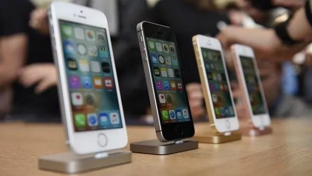 Giữa lúc Mỹ bắt bí Huawei thì Trung Quốc cấm bán iPhone, chuyên gia nhận định có thể đây là chiêu bài chính trị - Ảnh 1.