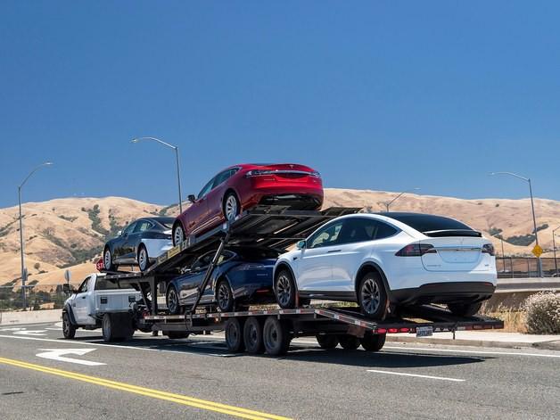 Bản thân Elon Musk tự tin tuyệt đối vào khả năng tự lái của xe Tesla, không có nghĩa tài xế nên làm vậy - Ảnh 3.