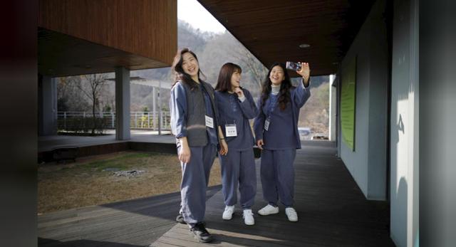 Cuộc sống quá căng thẳng, người trẻ Hàn Quốc sẵn sàng chi 90 USD để được... vào tù ở 1 ngày - Ảnh 3.