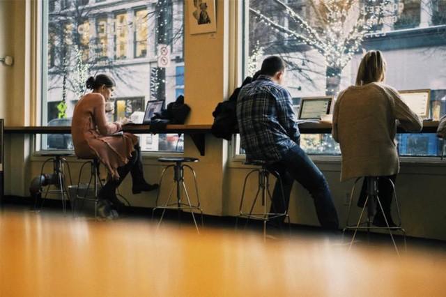 Đã qua rồi thời sếp bảo nhân viên phải nghe, người trẻ ngày nay không chỉ cần một công việc, họ còn cần có một cuộc sống đúng nghĩa - Ảnh 1.
