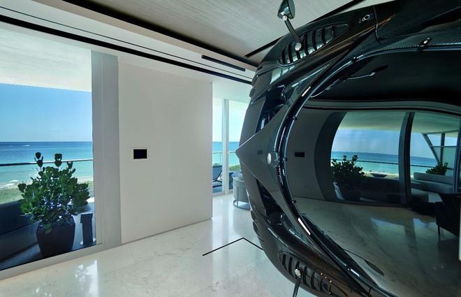 Góc xa xỉ: Bê nguyên siêu xe Pagani Zonda R 35 tỷ vào nhà làm vách ngăn cho độc - Ảnh 3.