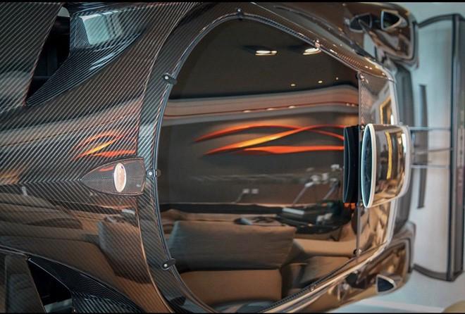 Góc xa xỉ: Bê nguyên siêu xe Pagani Zonda R 35 tỷ vào nhà làm vách ngăn cho độc - Ảnh 5.
