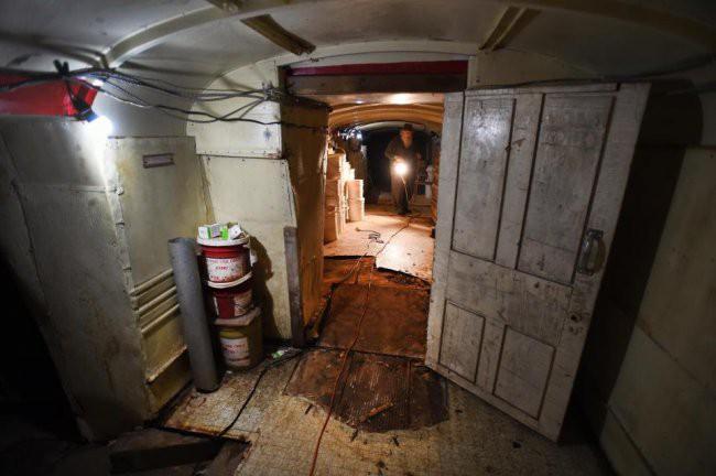 [Vietsub] Cụ ông 83 tuổi dành 50 năm để xây dựng hầm trú ẩn hạt nhân từ 42 chiếc xe buýt - Ảnh 8.