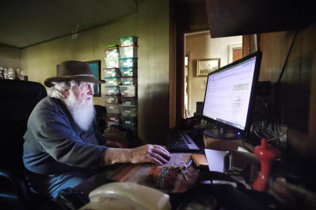 [Vietsub] Cụ ông 83 tuổi dành 50 năm để xây dựng hầm trú ẩn hạt nhân từ 42 chiếc xe buýt - Ảnh 5.