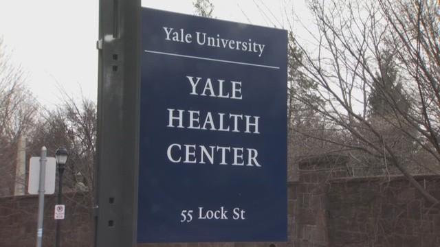 Tâm lý như trường ĐH hàng đầu tại Mỹ: Lắp đặt máy bán thuốc tránh thai khẩn cấp, bao cao su cho sinh viên - Ảnh 2.