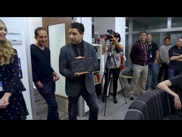 Nhân dịp Surface Pro tròn 5 tuổi, phó giám đốc Microsoft Panos Panay chia sẻ về hành trình của một thiết bị mang tính cách mạng - Ảnh 2.