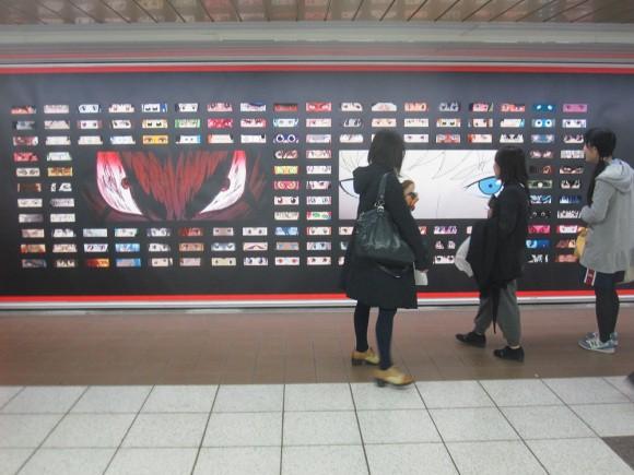 Netflix phủ kín ga tàu đông đúc nhất Tokyo bằng 280 đôi mắt của nhân vật anime - Ảnh 1.